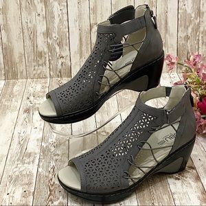 """JBU """"Nelly"""" Gray Wedge Comfort Sandals 10"""